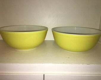 Pyrex Large Yellow Mixing Bowl 404