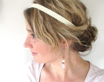 Wedding lace ivory lace headband and its Bohemian and romantic retro gold wire.