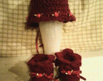 Rosy Posey Baby Bonnet and Bootie set