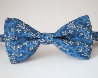 Blue floral bow tie, mens floral bowtie, wedding bow tie, groomsmen bow tie, ring bearer bow tie, pre-tied bow tie, navy floral bow tie