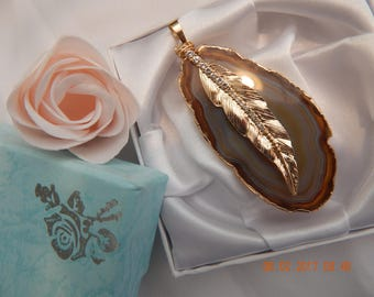 Agate pendant with golden feather