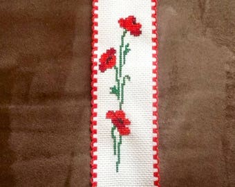 Bookmark embroidered red poppies.