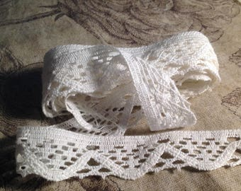 Coupon of bobbin lace type LePuy