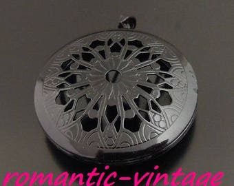 Gorgeous Locket picture photo, black metal, with its hanging 32mm
