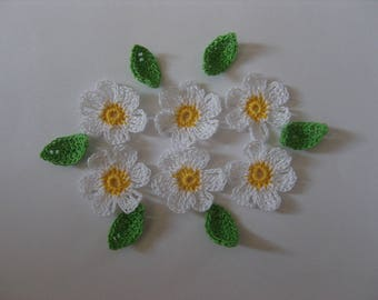 Crocheted in cotton, yellow and white flowers applique