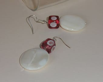 round earrings and pink and white squares