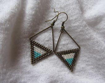 Dangling triangle earrings woven in Brown, ecru and turquoise miyuki beads and bronze metal triangle, lightweight earrings