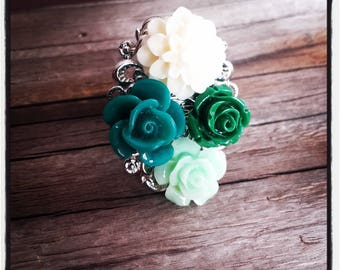 Green and ecru flower cabochon silver ring