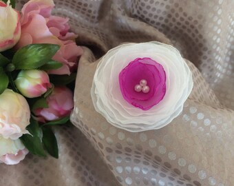 Flower 6.5 cm in white and purple chiffon with pearls