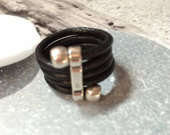 Black leather spiral ring