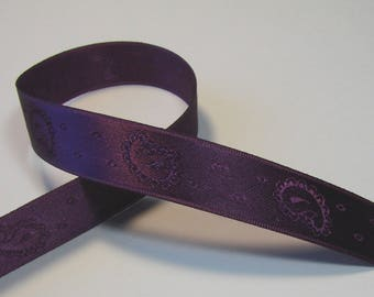 Satin ribbon, 15 mm, purple, fancy patterns, sold by the yard.
