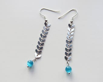 Dangling earrings spike/chevron silver color chain