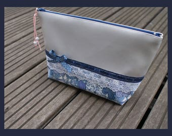 "toiletry bag, makeup ""Silver belle""."