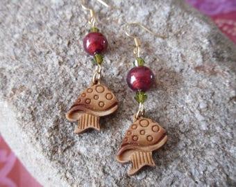Mushrooms wood and Murano Rouge Perle, olivine crystal earrings