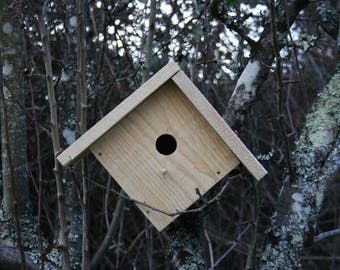 Diamond untreated natural wood birdhouse