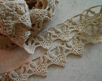Lace shape 1 point old dark beige color.