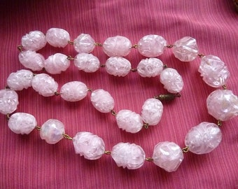 Pink lucite beaded necklace * 60 cm * France 1940