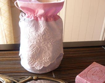 Pouch with vintage linen for the bathroom