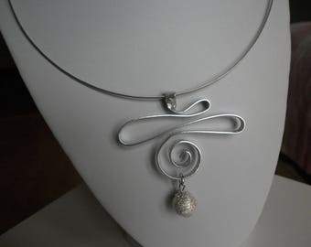 Aluminum silver and Pearl silver pendant necklace