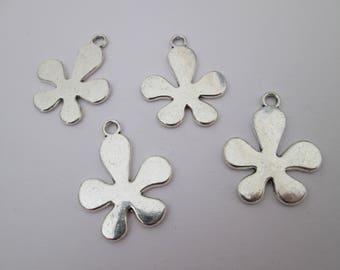4 breloque fleur lisse en métal argenté 23 x 19 mm