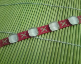 This bracelet, stripe fabric red & white glass