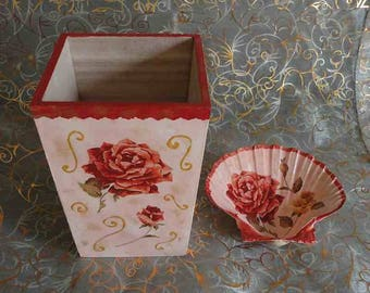 Duo hidden wooden vase and shell scallops for bathroom or office