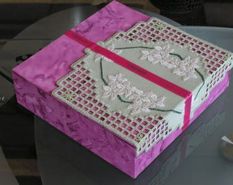 Pink cardboard box with green Hardanger embroidery