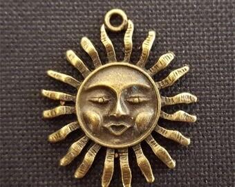 2 charms Sun bronze Sun charms Sun smiling face, smiling sun pendant, smiling sun face. 30x35x4mm #2486