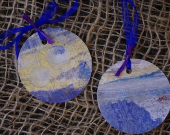 TAGS painted by hand, sea tones, set of 2. Unique pieces. Creation Marie Bazin