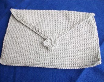 Case of arrangement made in crochet in pure silver grey cotton