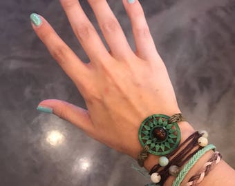 Desert bracelet cluster