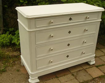 Chest of drawers 4 drawers painted in white, weathered and gray