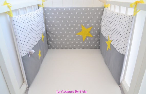tour de lit fait main etoiles et pois gris et jaune. Black Bedroom Furniture Sets. Home Design Ideas