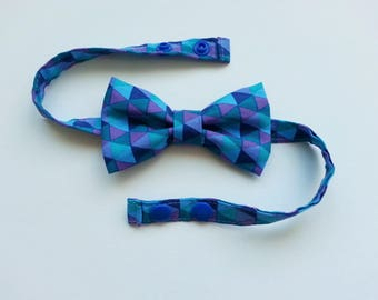 Bow tie for boy blue triangles pattern