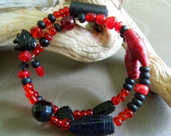 Red and black bracelet with paper beads