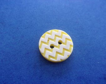 Set of 2 round buttons yellow and white pattern zigzag, acrylic, 2 holes - 15 mm