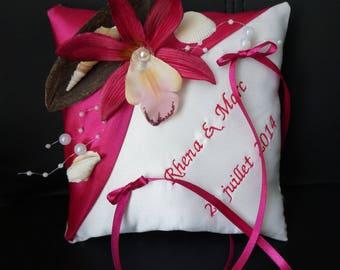 cushion fuchsia themes the Polynesian Islands