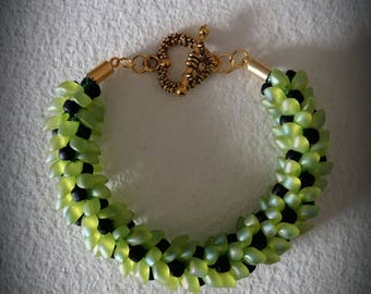 Magatama beads bracelet and black seed beads