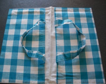 bag has pie blue and white tiles