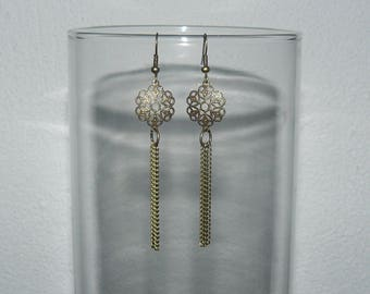 Earring print with bronze chain