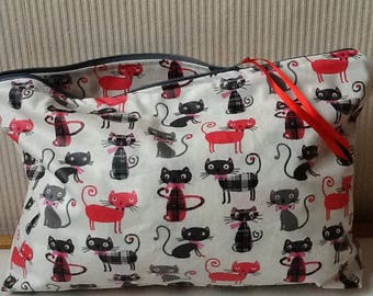 Toiletry bag in coated cotton full of cats