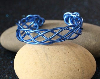 Braided blue aluminum bracelet