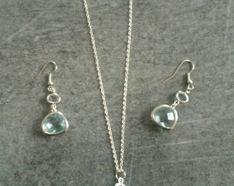 Set necklace and pair of matching earrings