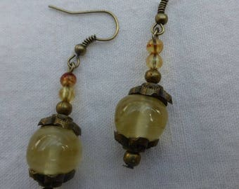 A fall with these earrings glass and bronze Vintage