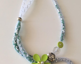 Green and white tubular NET necklace
