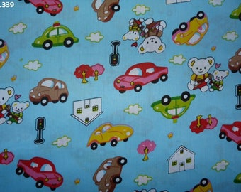 C339 cars fabric and bears on blue coupon 35x50cm