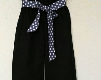 Wide pants, soft T 3 years. Chic and original