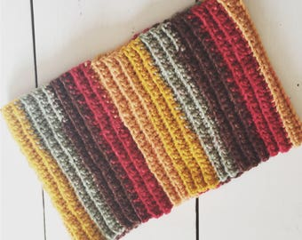 Ribbed self-striping cowl