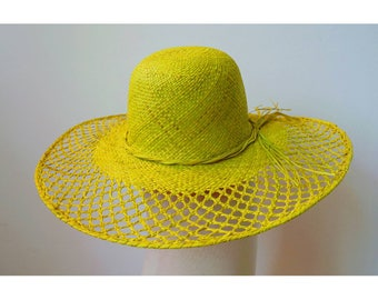 Sun Hat finely handwoven raffia with a bow on the side, green