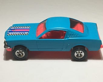 Tootsietoy - 1965 Ford Mustang G.T. 350 Fastback - Blue and Pink - Uncommon - Plastic - 1:18